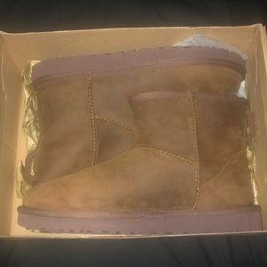 Brown leather Ugg's